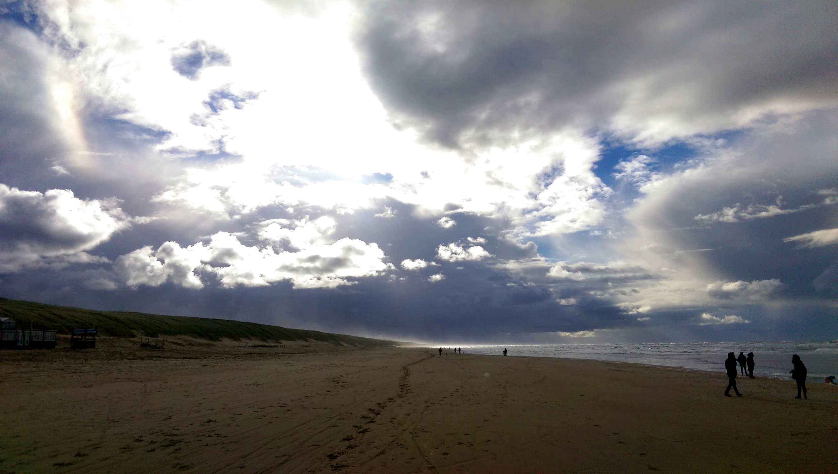 Strand met wolken Castricum